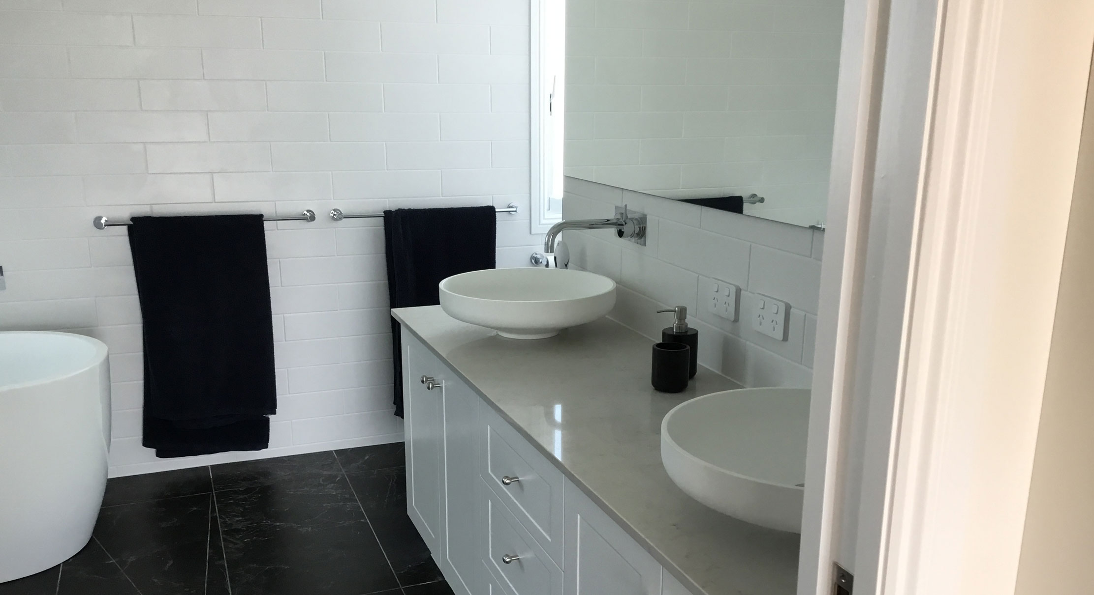 portfolio-5-slider-image-4-bathroom-norman-park-gary-cramb-constructions-brisbane